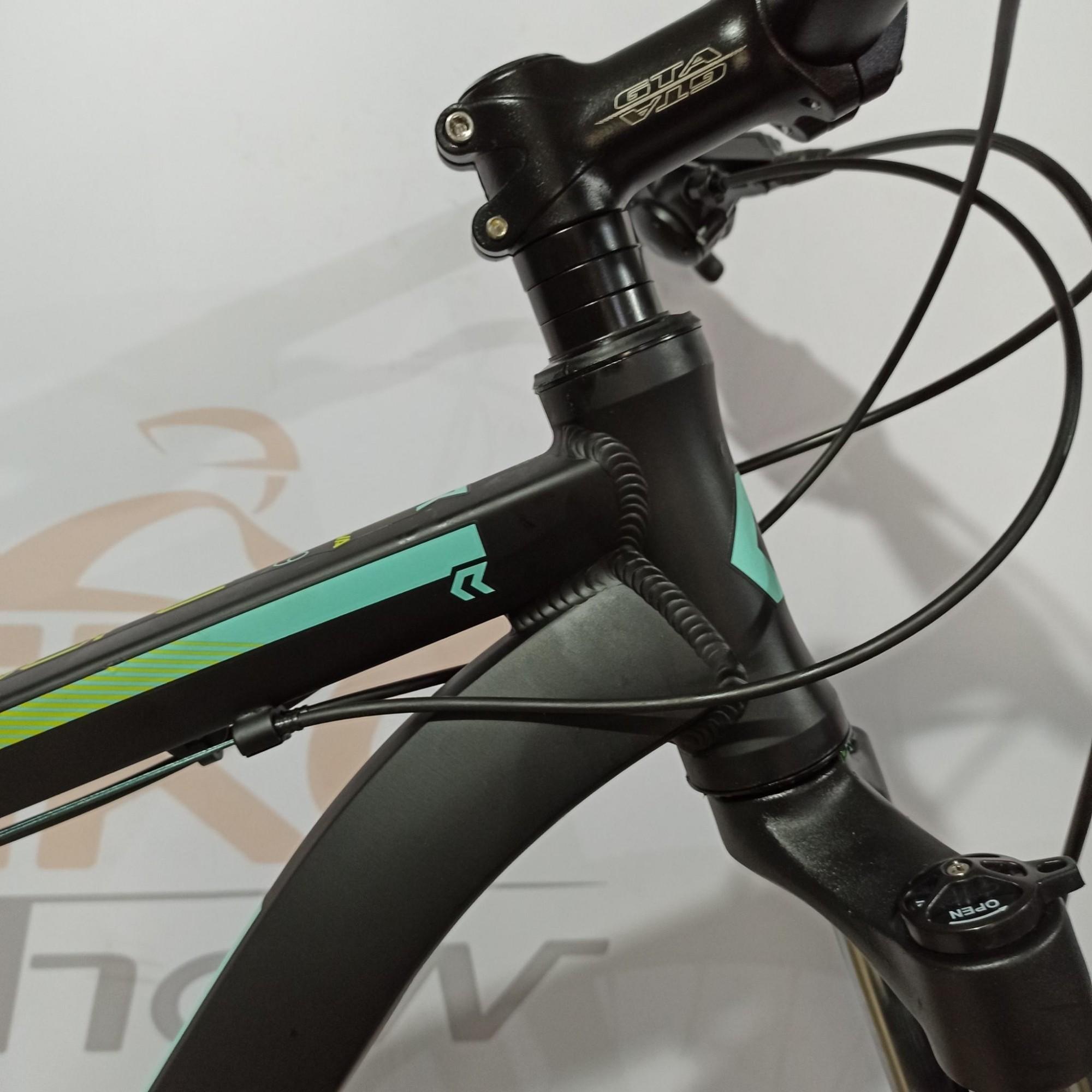 Bicicleta RAVA Pressure aro 29 - 18v Shimano Acera - Freio Shimano Hidráulico - Suspensão GTA com trava no ombro