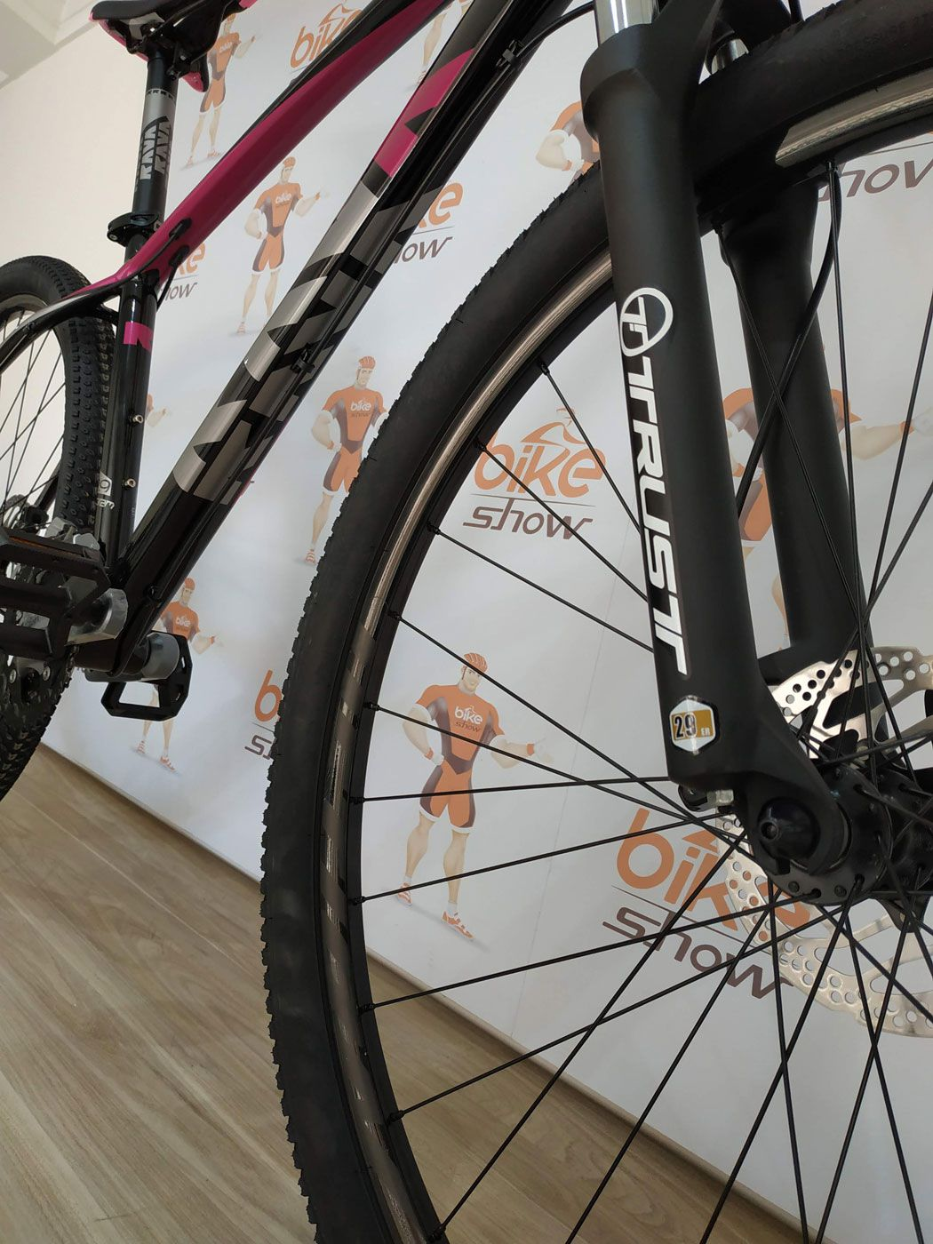 Bicicleta RAVA Storm aro 29 - 27v Shimano Acera - Freio Shimano Hidráulico