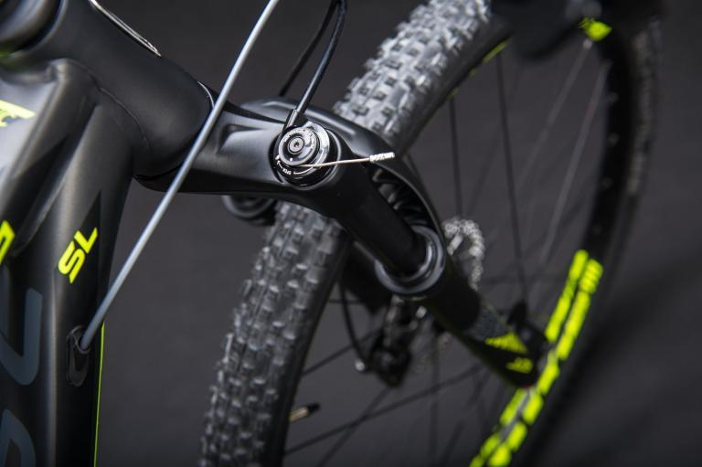 Bicicleta SENSE Impact SL aro 29 - 11v Sram NX - Freio Shimano Hidráulico - Suspensão Rock Shox Judy a ar