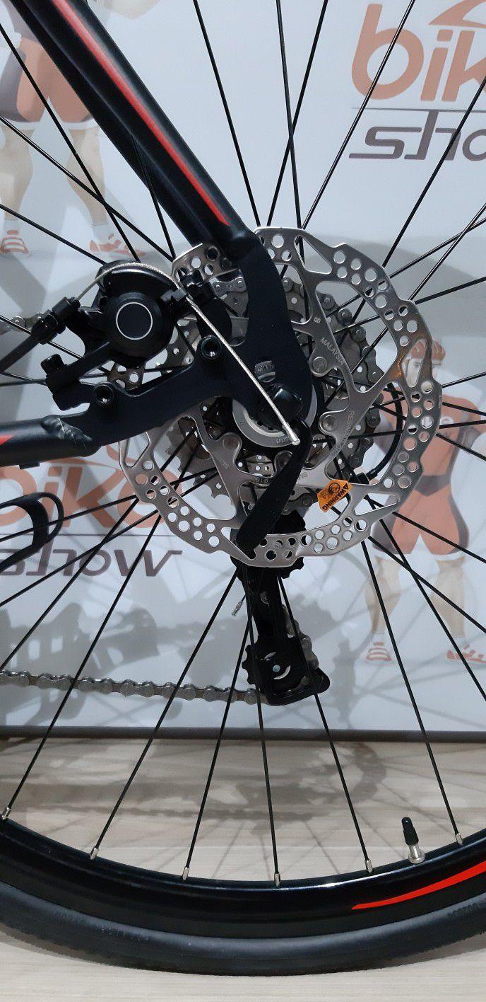 Bicicleta Speed OGGI Velloce Disc 2019 aro 700 - 16V Shimano Claris - Freio a Disco - Preta/Vermelho