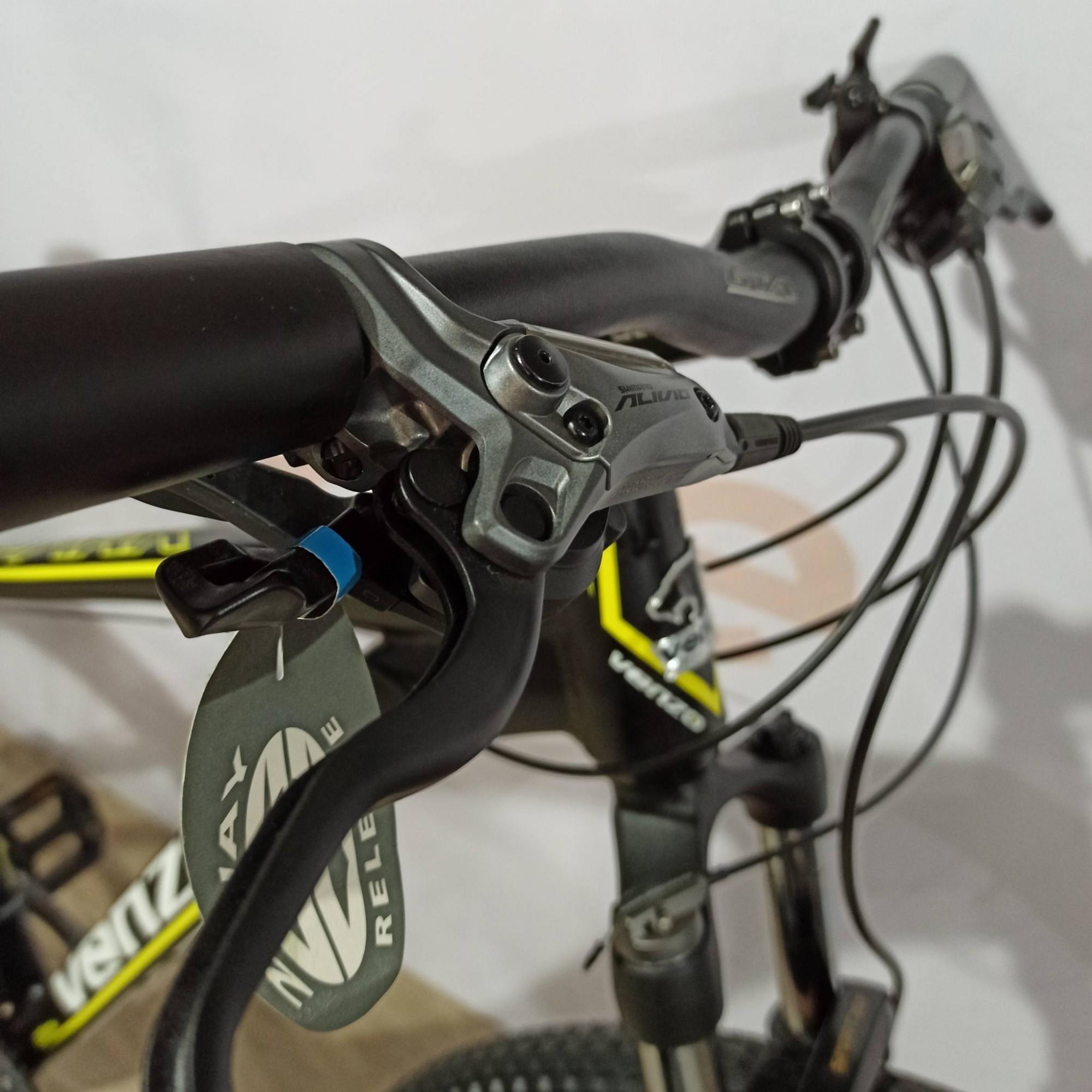 Bicicleta VENZO Spark aro 29 - 27v Shimano Deore/Alívio - Freio Shimano Hidráulico - Suspensão GTA com Trava no Guidão