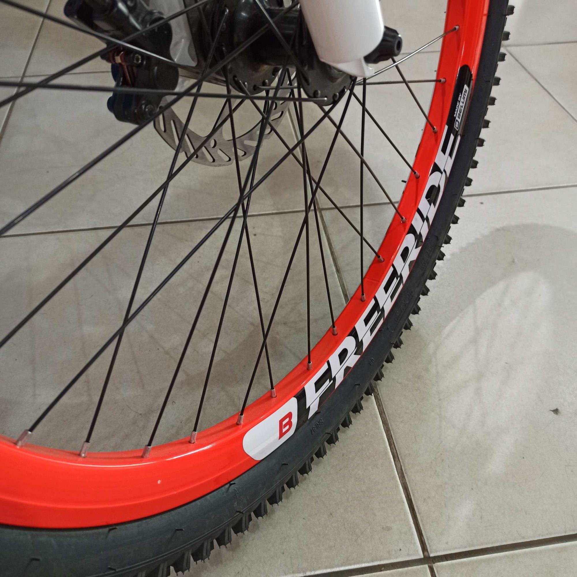 Bicicleta VIKINGX aro 26 - 7v Shimano Altus - Freio Hidráulico 4 Pistões - Suspensão Voox toda em alumínio