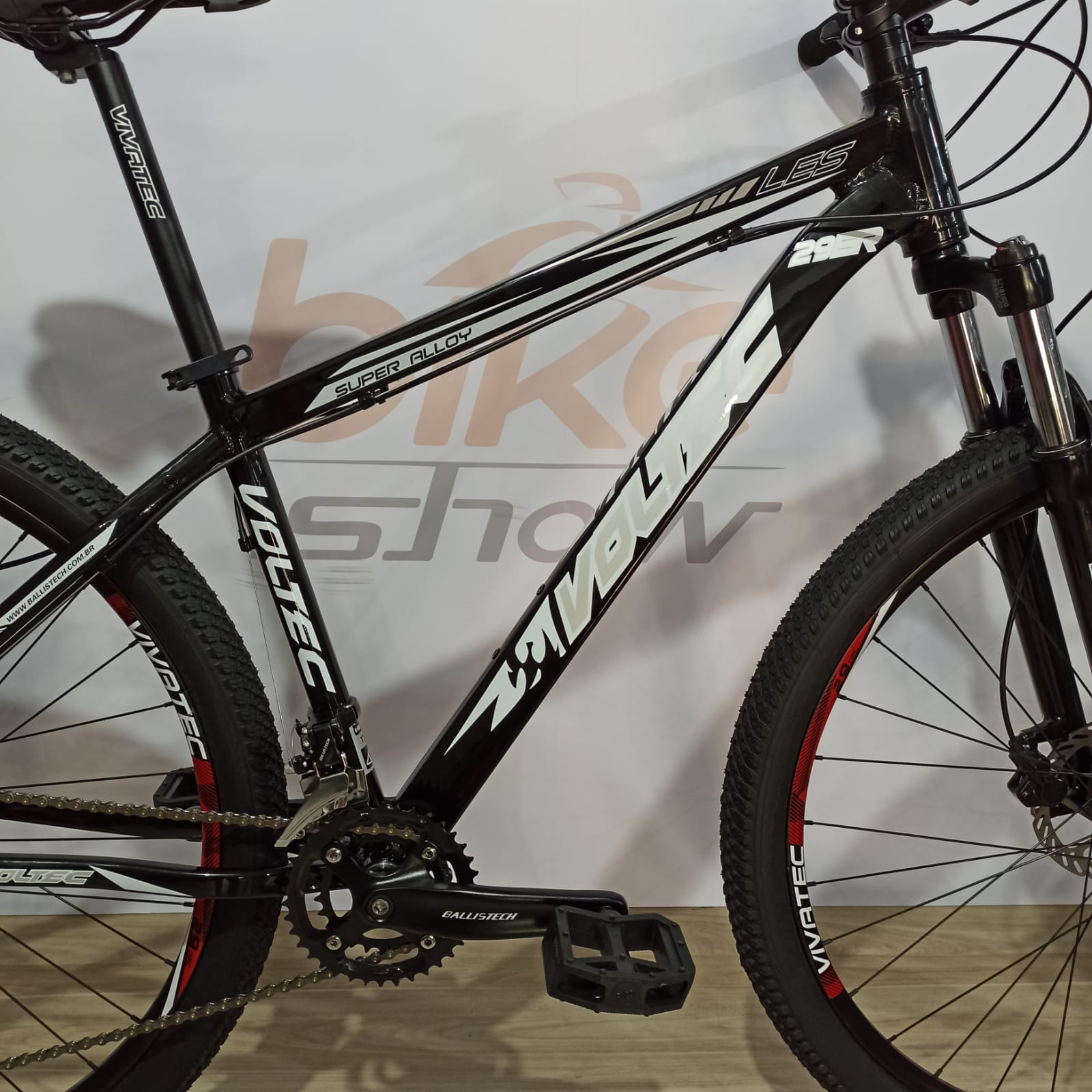 Bicicleta VOLTEC LES aro 29 - 18v Ballistech - Suspensão Voltec Black com trava no guidão - Freio Hidráulico