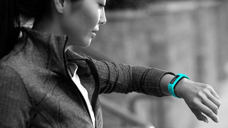Monitor de atividades GARMIN VívoFit 3 com detector de movimentos automático