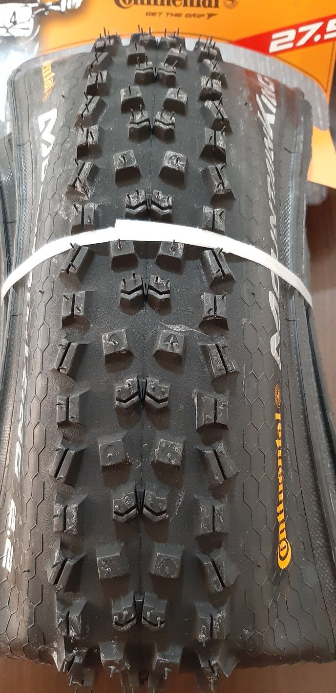 02 un. Pneus CONTINENTAL 27,5 x 2.2 Mountain King Performance 2.2 Tubeless