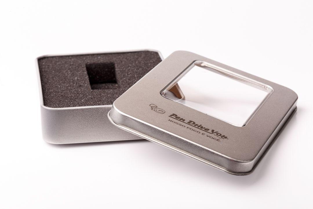 Kit Pen Drive 4GB Full Color Branco  + Case Metal G Personalizados