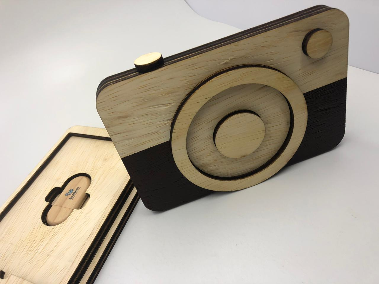 Kit Case Wood  Câm p/ foto 10x15 + Pen Drive Madeira Oval   - Pen Drive You
