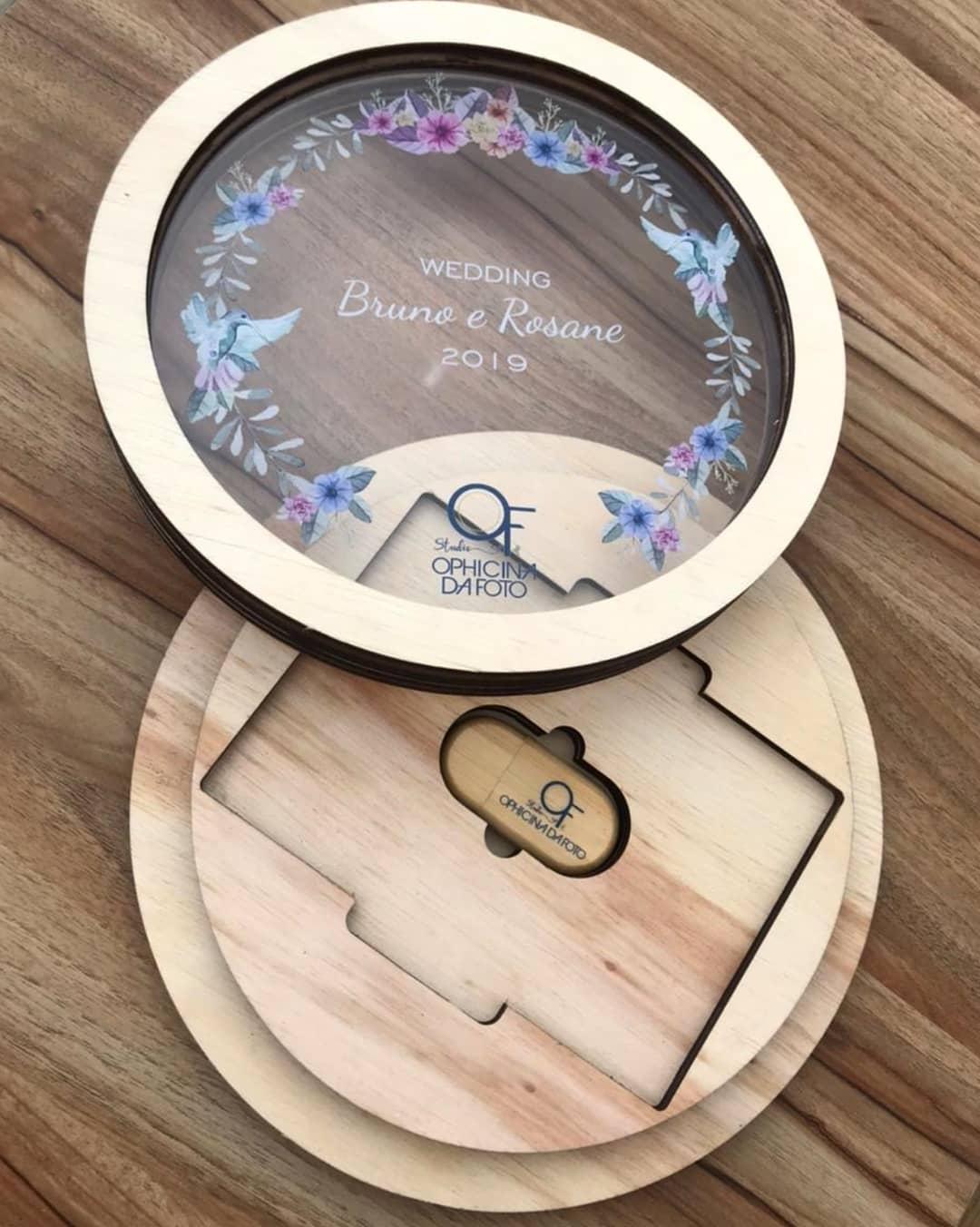 Kit Pen Drive Oval Bambu + Case Madeira p/ Foto 10x15 WFV 7