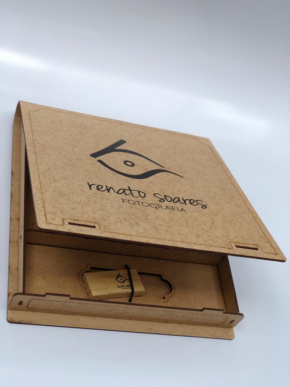 Kit Pen Drive Retang Largo + Case Madeira M. B. Wedding  10x15  Personalizado