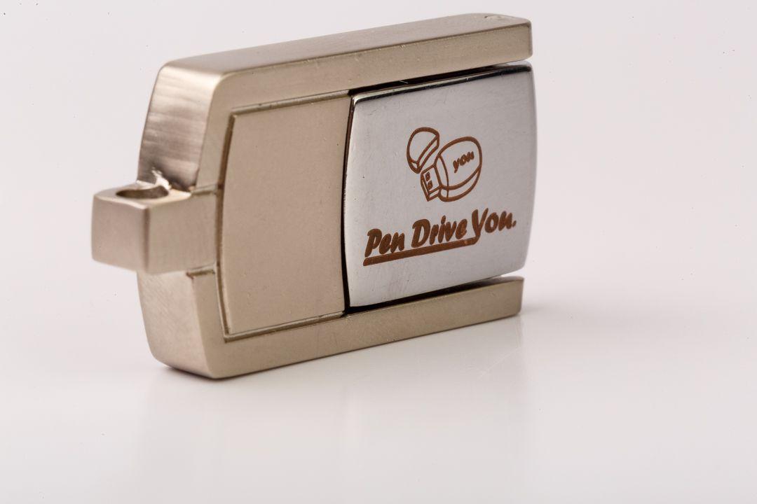 Mini Pen Drive 16GB  Giratório c/ argola Personalizado