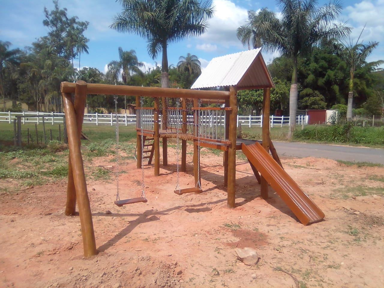 Mini Aldeotinha CASA DO TARZAN COM PONTE  - Casinha Infantil Decorlazer