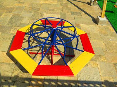 PLAYGROUND DE FERRO GIRA-GIRA 08 LUGARES   - Casinha Infantil