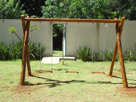 PLAYGROUND DE MADEIRA BALANÇO TRONCO EUCALIPTO  - Casinha Infantil Decorlazer