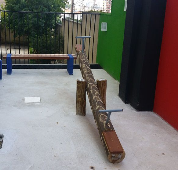 Playground de Madeira Gangorra - Tronco de Eucalipto  - Casinha Infantil