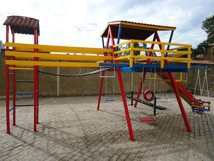 Playground de Madeira Multibrinquedo com Ponte