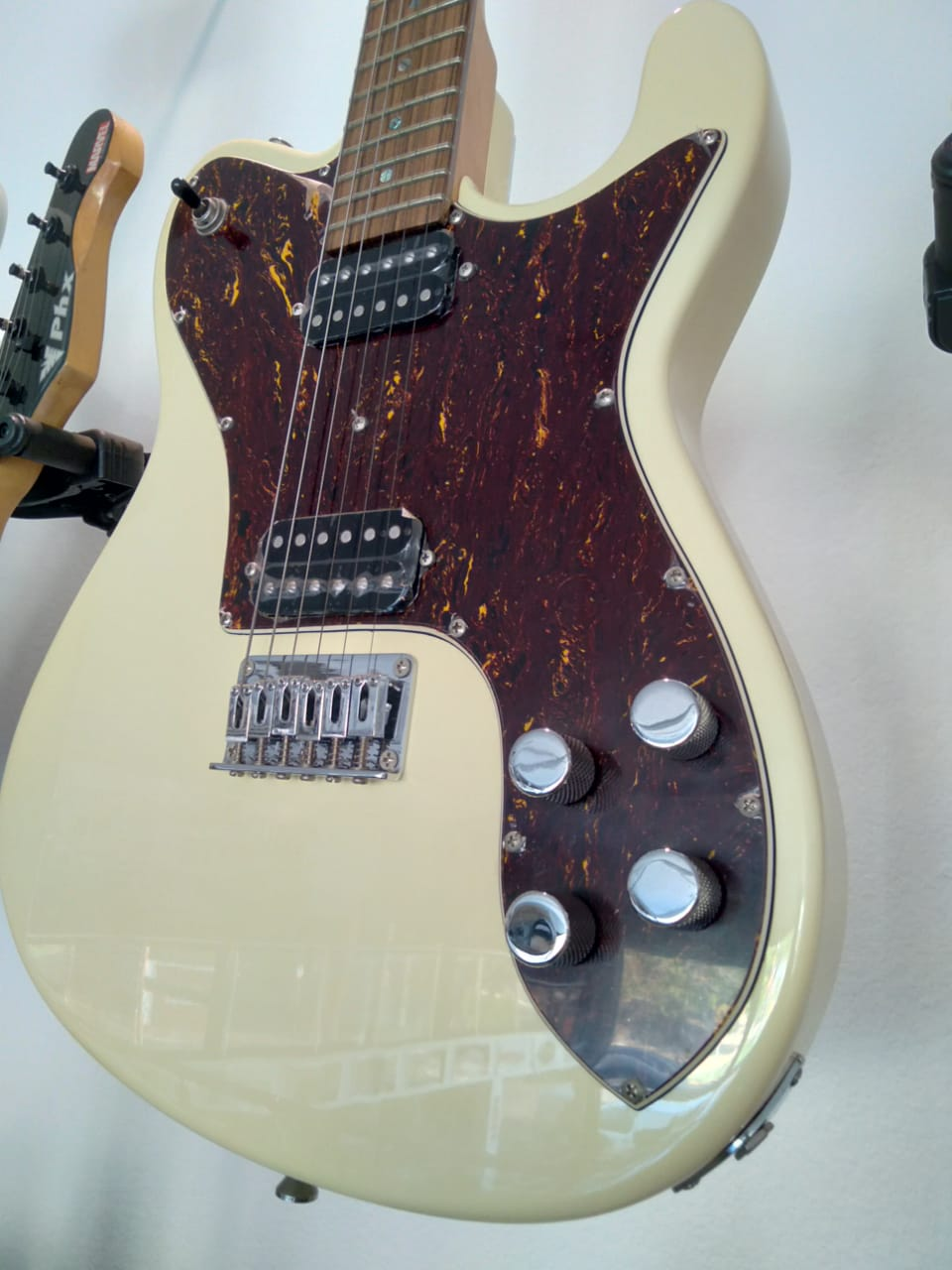 Guitarra Tagima T850 Creme Serie Brasil 800  - Luggi Instrumentos Musicais