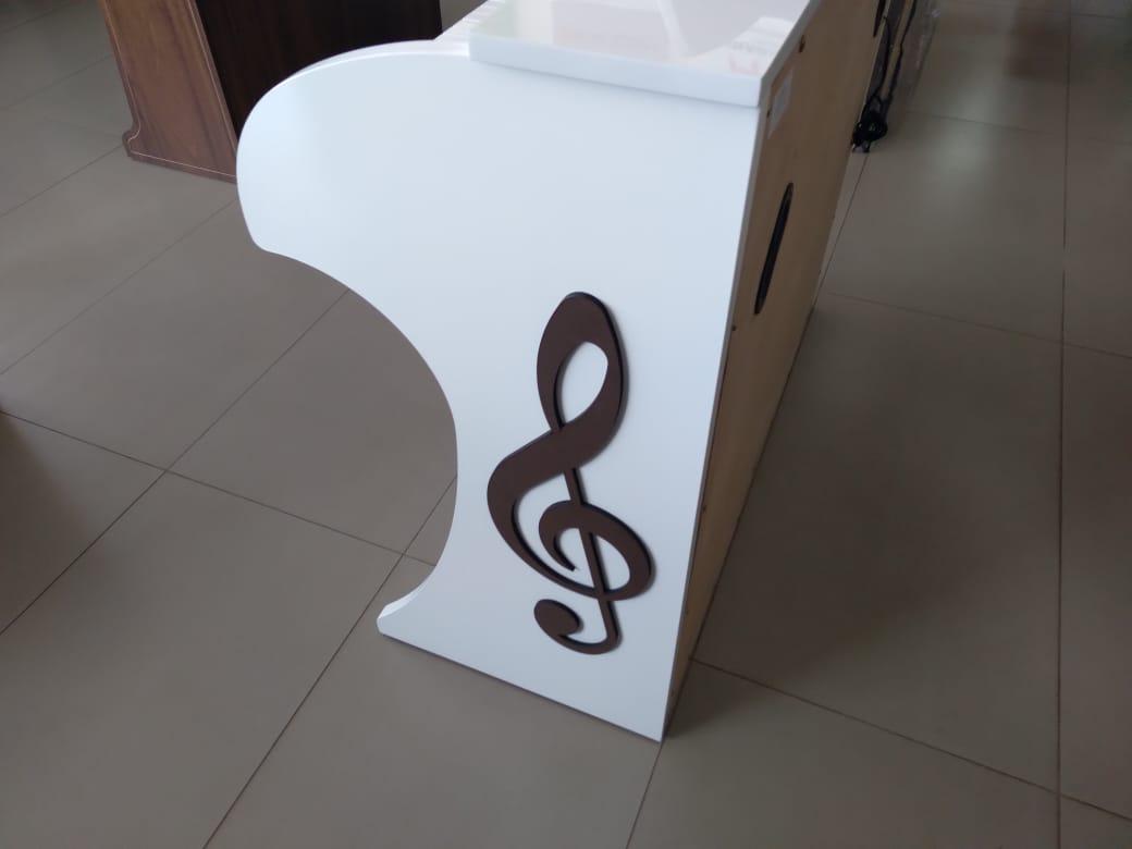 Órgão  Acordes - CLASSIC 49 teclas Branco BRILHO  - Luggi Instrumentos Musicais