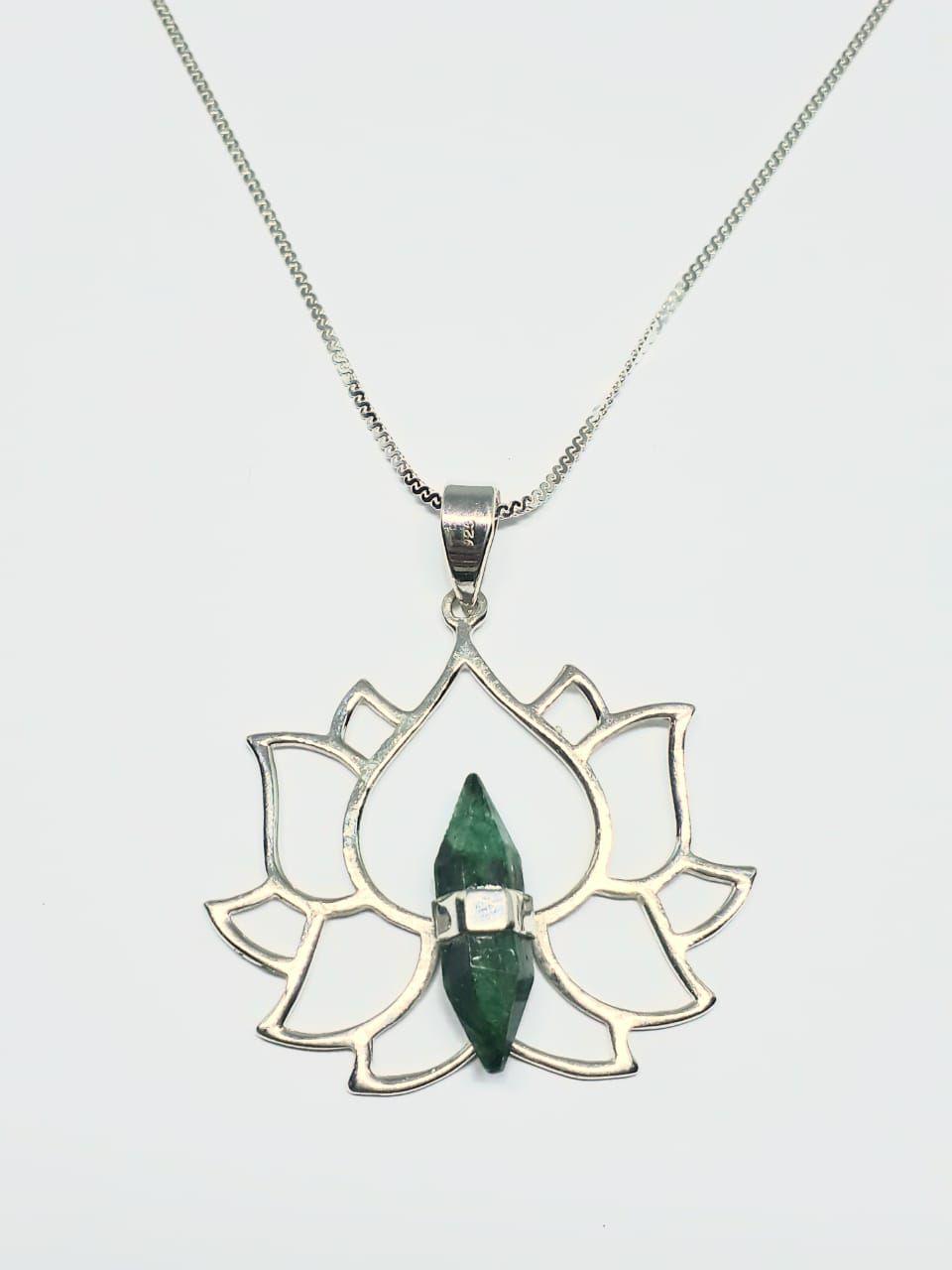 Pingente Flor de Lótus com Pedra Verde