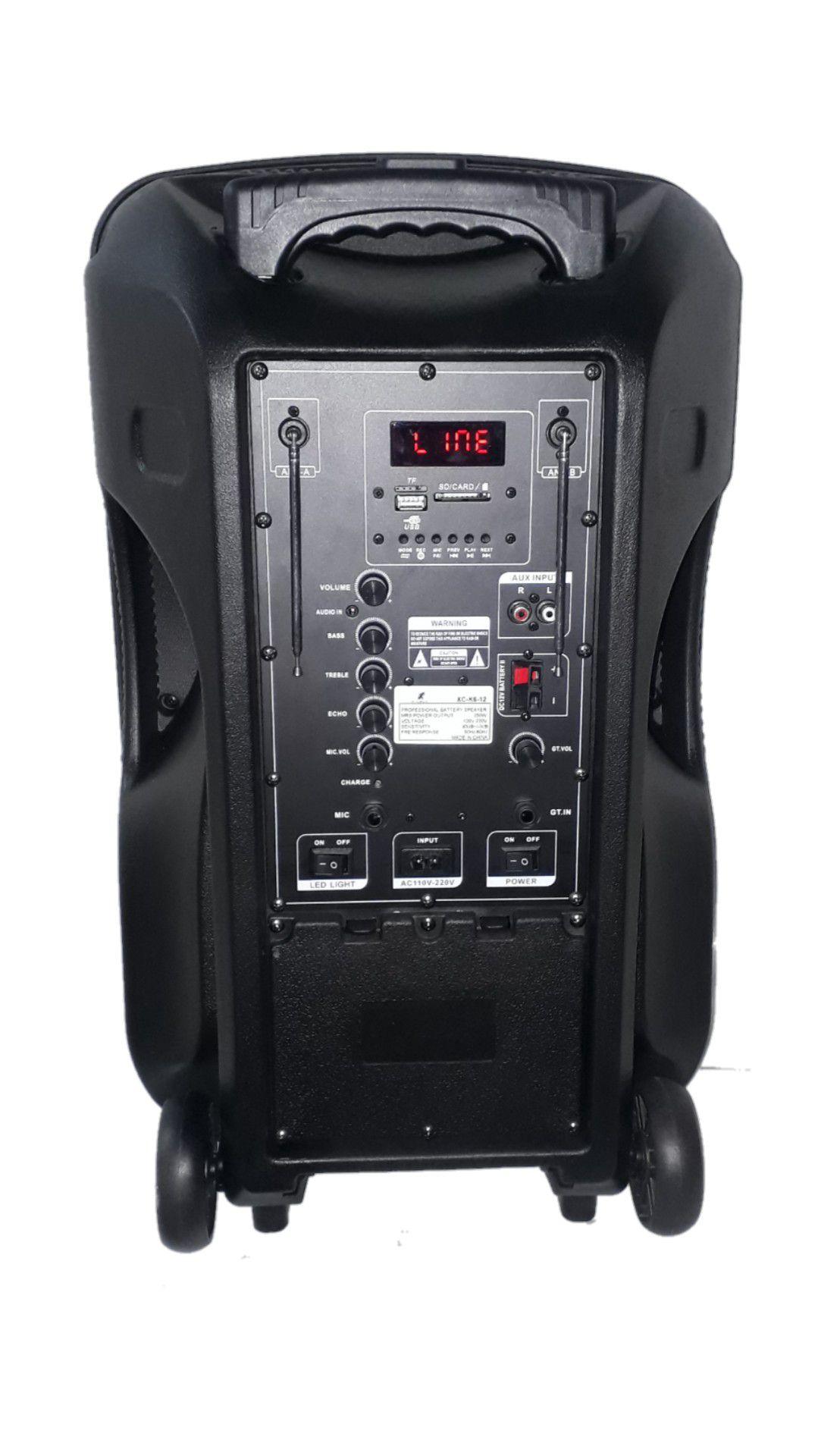 CAIXA AMPLIFICADA XCELL XCK6-12 632 BLUE.USB/SD/FM,2MIC.S/FIO FAL12 BAT12V RODA ATIVA C/CONT.REM.420W REF PROPAGANDA