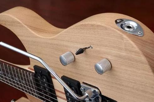 Guitarra Eagle Egt61 C/ Floyd Rose Natural - Saldo
