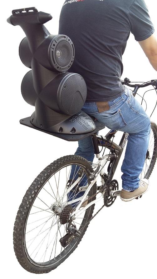"""Caixa Acústica Supertech Navesom ASA1 2 Falantes Secos de 6"""" e 2 de 5""""  Propaganda Moto Bike"""