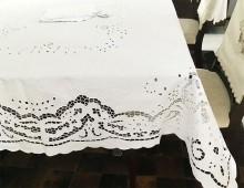 Toalha de Mesa 3,70x1,70m (CxL)  Bordado Richelieu Percal 230 Fios Patrocínia