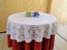 Toalha de Mesa Bordado Richelieu no Percal 230 Fios 1,30x1,30m Primavera