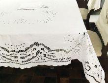 Toalha de Mesa Bordado Richelieu Percal 230 Fios 2,10x1,40m (CxL) Patrocínia
