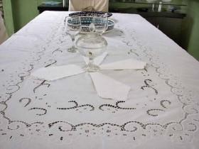 Toalha de Mesa Bordado Richelieu 1,80X1,80m no Percal 230 Fios Miudinho Quadrada