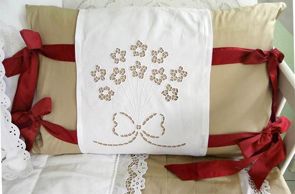 Almofada Bordado Richelieu - Buquê de Flores   - Bordados do Ceará - Jutnet