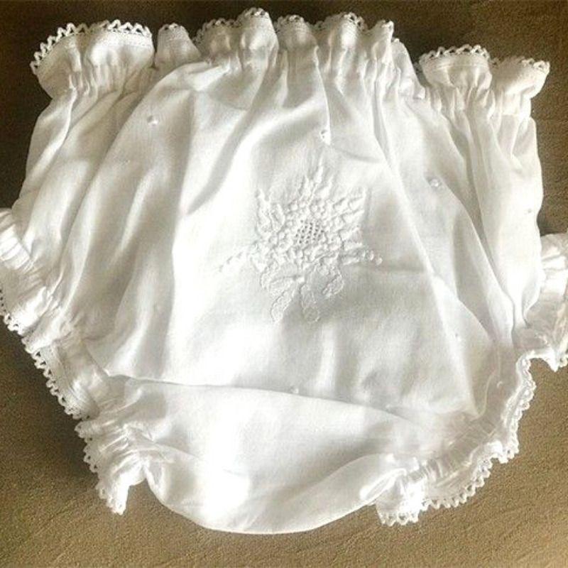 Calcinha para Bebê com Bordado a Mão Branco - P/M/G  - Bordados do Ceará - Jutnet