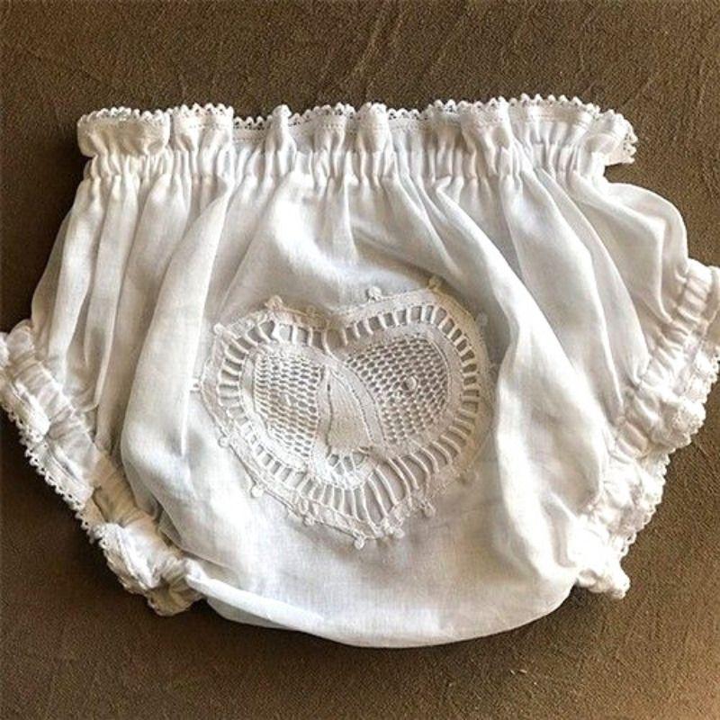 Calcinha de Bebê com Renda Renascença Coração Branco - P/M/G  - Bordados do Ceará - Jutnet