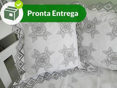 Capa de Almofada Floral 50x50 cm (1 Par)  - Bordados do Ceará - Jutnet