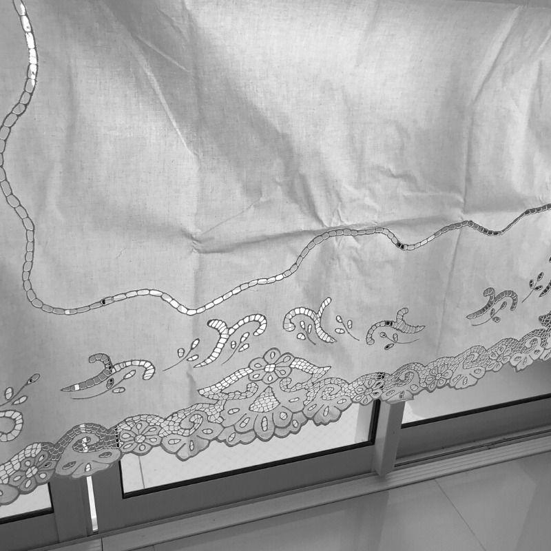 Cortina Bordado Richelieu 1,50x2,20 m (LxA) no Percal 230 Fios 1 Folha Miudinho 2 medalhões   - Bordados do Ceará - Jutnet