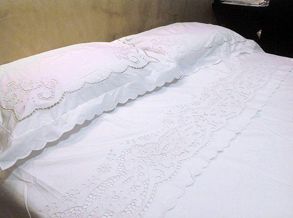 JOGO DE LENÇOL COM VIRA CASAL BORDADO RICHELIEU PATROCÍNIA (3 PEÇAS)  - Bordados do Ceará - Jutnet