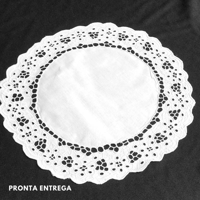 Pano de Bandeja Bordado Richelieu 29cm no Percal 230 Fios Branco Floral Redondo  - Bordados do Ceará - Jutnet