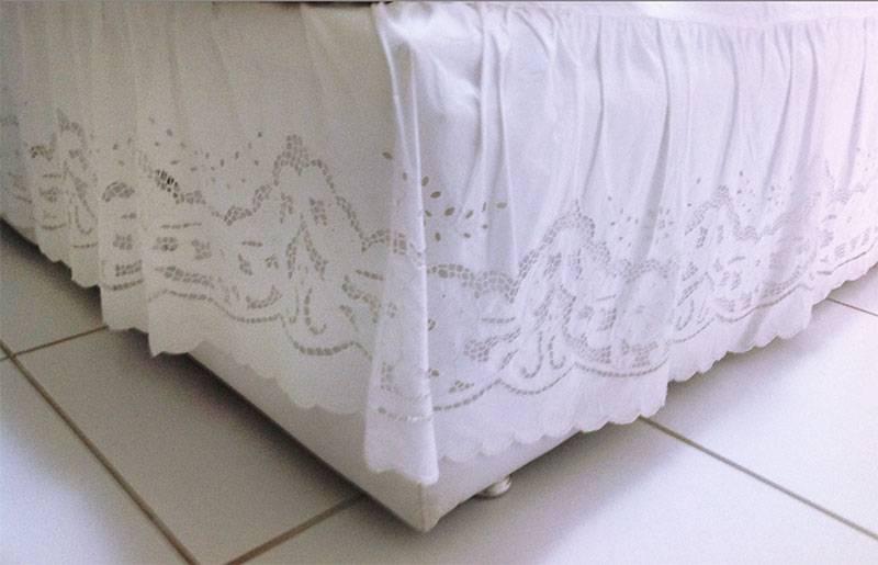 SAIA PARA CAMA BOX SOLTEIRO-BORDADO RICHELIEU-PATROCÍNIA  - Bordados do Ceará - Jutnet