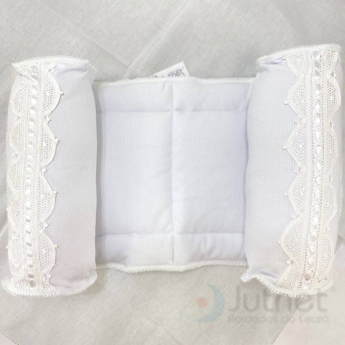 Segura Bebê com Renda Renascença Branco  - Bordados do Ceará - Jutnet