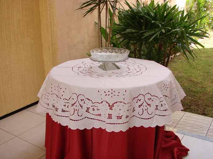 Toalha de Mesa Bordado Richelieu Percal 230 Fios 2,40m Diâmetro Patrocínia  - Bordados do Ceará - Jutnet