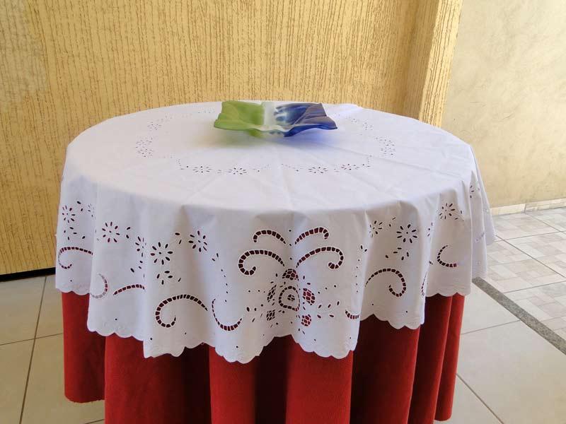 Toalha de Mesa Quadrada 1,30x1,30 Bordado Richelieu Percal 230 Fios Primavera  - Bordados do Ceará - Jutnet