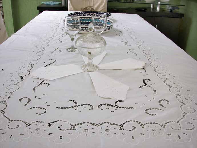 Toalha de Mesa Bordado Richelieu 1,80X1,80m no Percal 230 Fios Miudinho Quadrada  - Bordados do Ceará - Jutnet