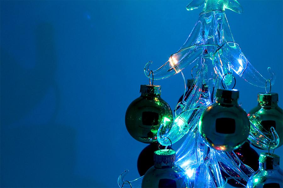 Árvore de Natal de Vidro Com Luzes Coloridas