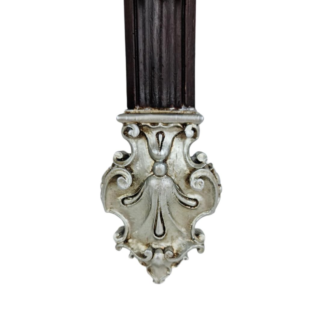 Crucifixo Prateado De Resina Barroco Estilo Antigo Policromado