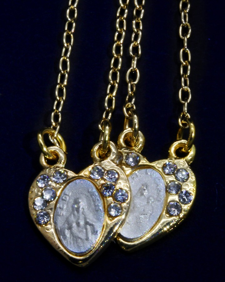 Escapulário Folheado a Ouro com Strass - Formato Coração