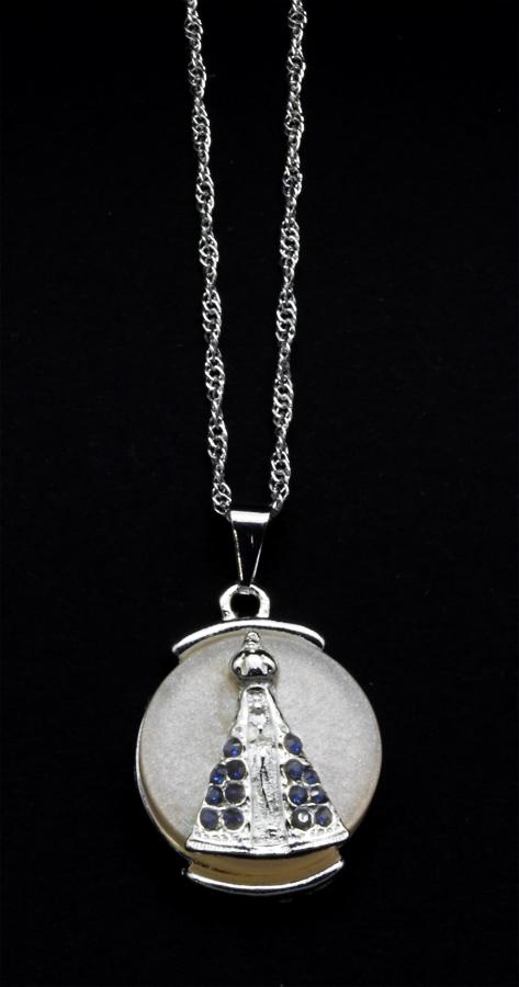 Medalha de Nossa Senhora Aparecida Folheada a Prata com Strass e com Madre Pérola  - na corrente