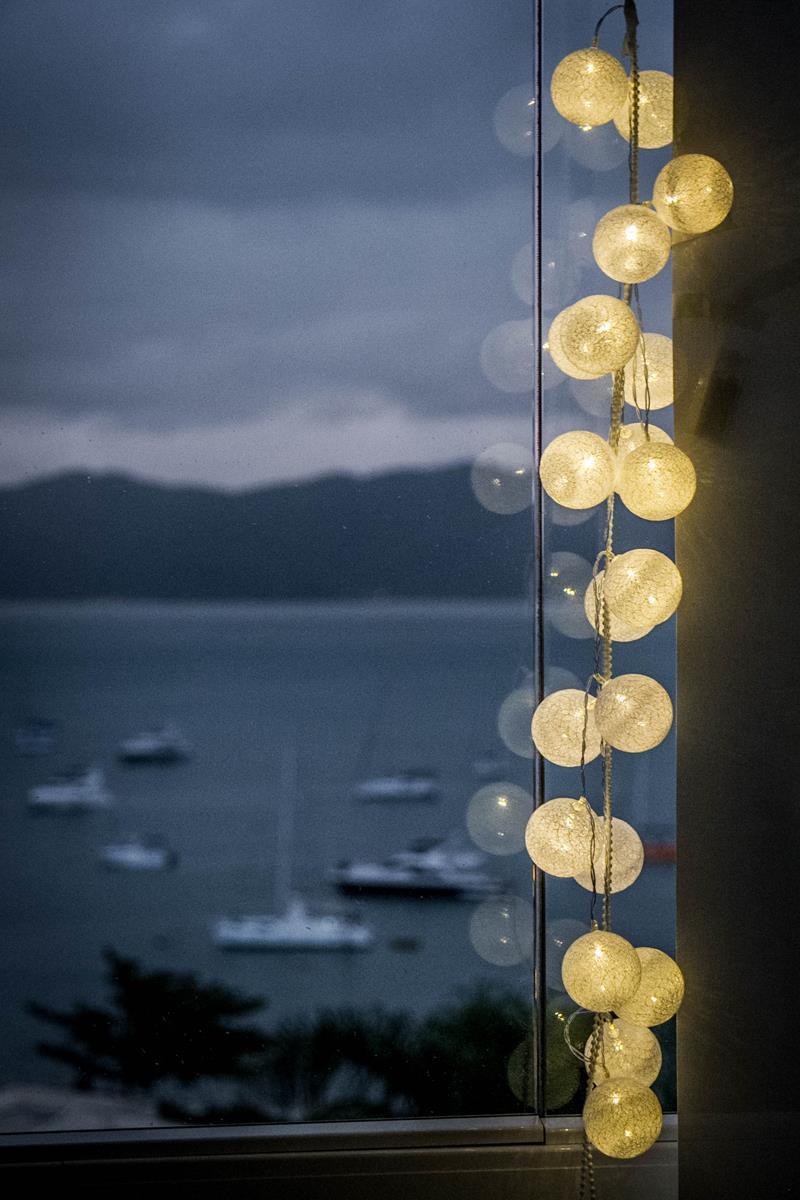 ab5462e45 Cordão de luz Off white - luminária Led de 20 bolinhas Ninis - Bivolt -  MadeiraMadeira