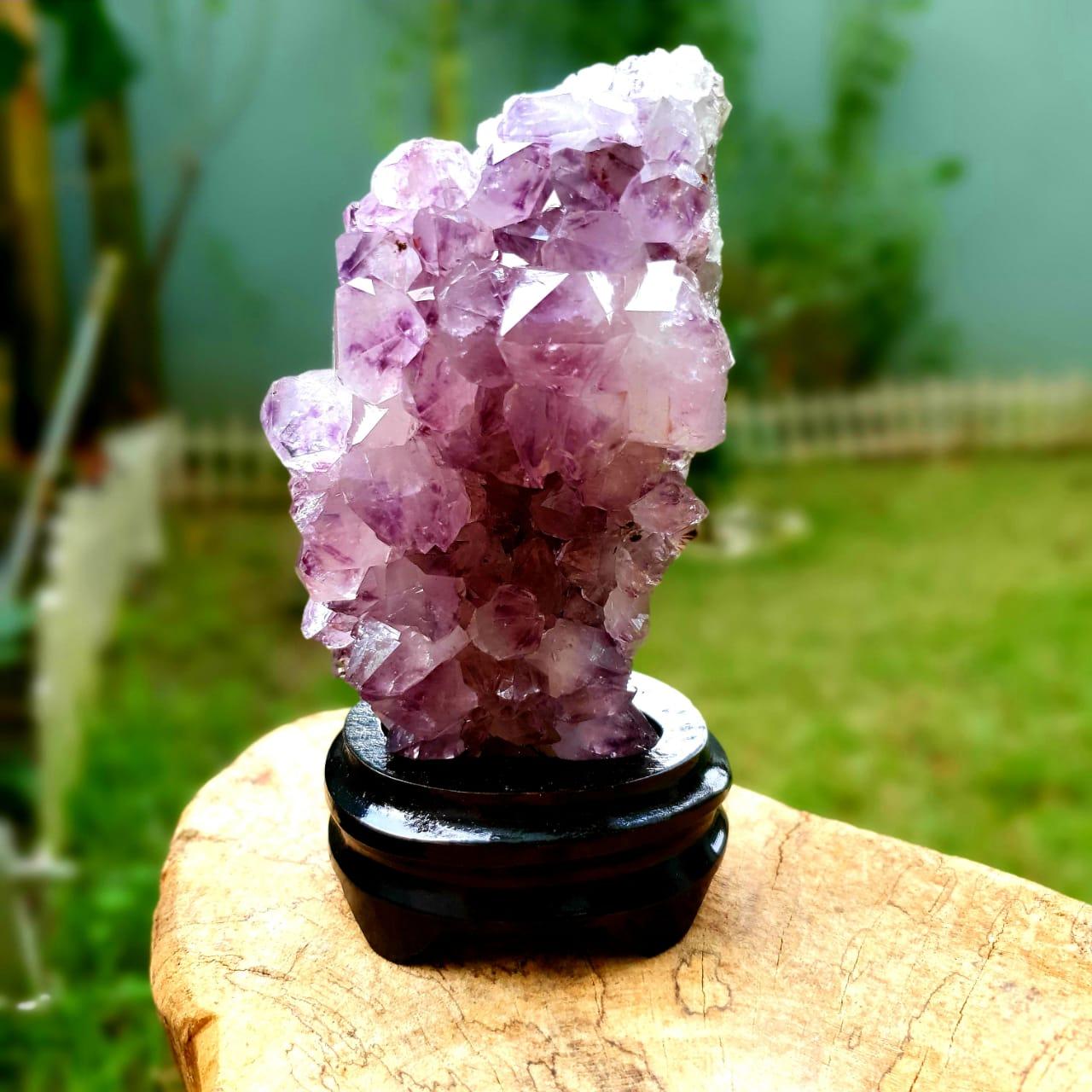 Cristal - Drusa de Ametista Com Apoio de Madeira
