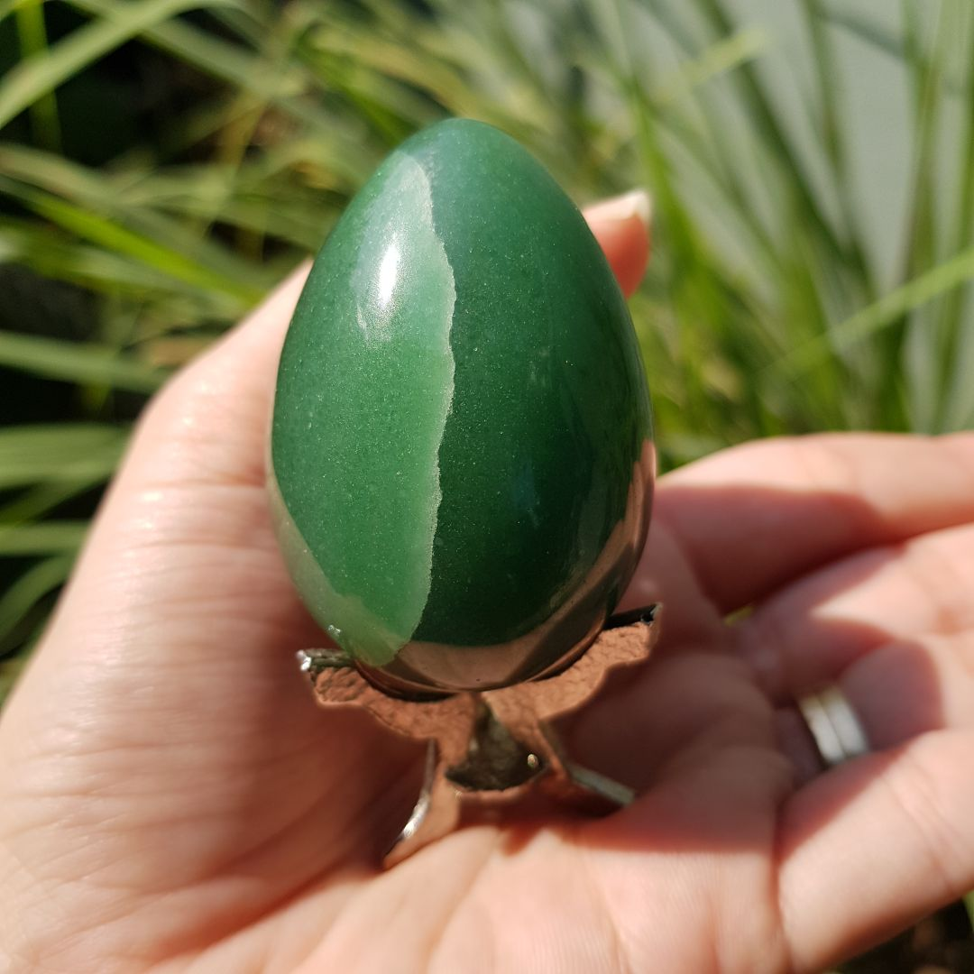 Cristal - Ovo de Quartzo Verde com suporte de metal