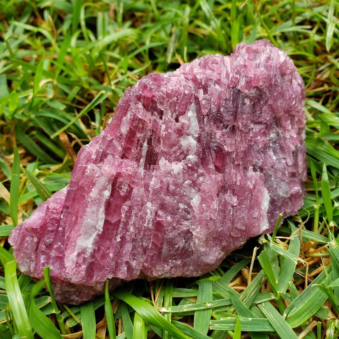 Cristal Turmalina Rosa ou Rubelita em Pedra Bruta