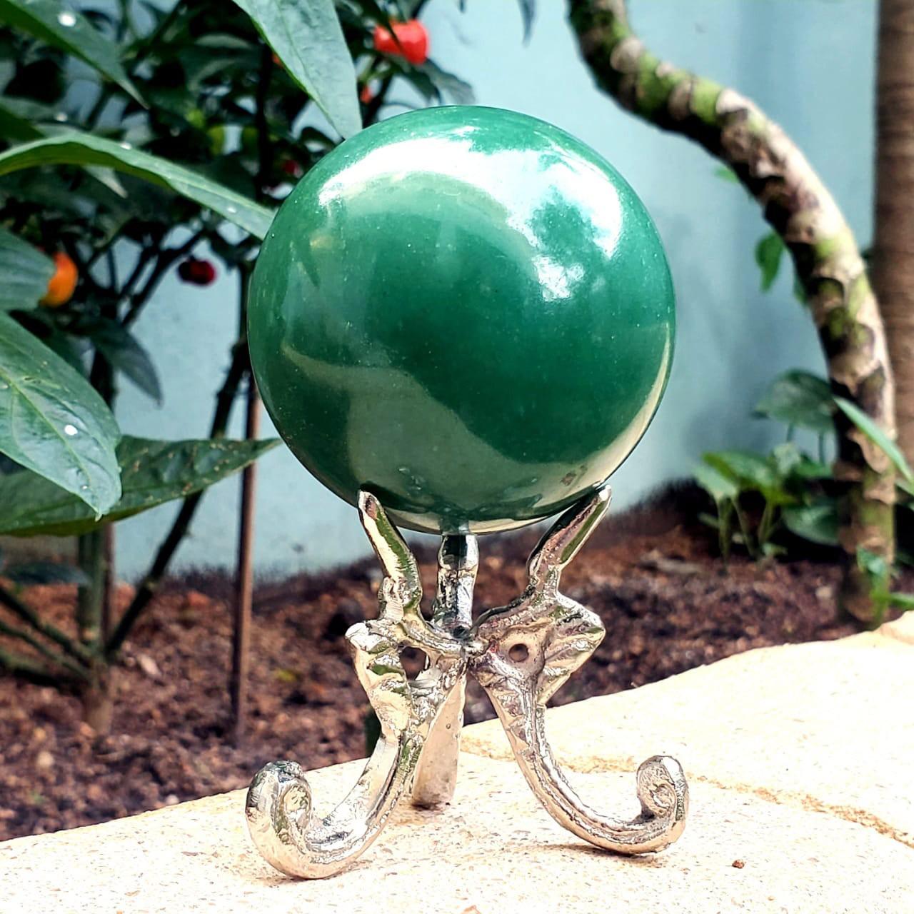 Esfera de Quartzo Verde com suporte de metal